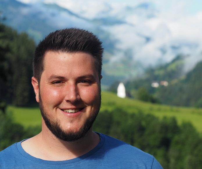 Randy Carmichael, EC-Jugendreferent und American Footballer spricht beim Tag der Gemeinschaften in Ohlendorf zum Thema glauben / teilen.