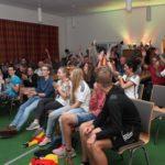 Im festlich geschmückten Gemeinschaftshaus Brackel ist zu den Übertragungen der Spiele der deutschen Nationalmannschaft jeder herzlich willkommen.