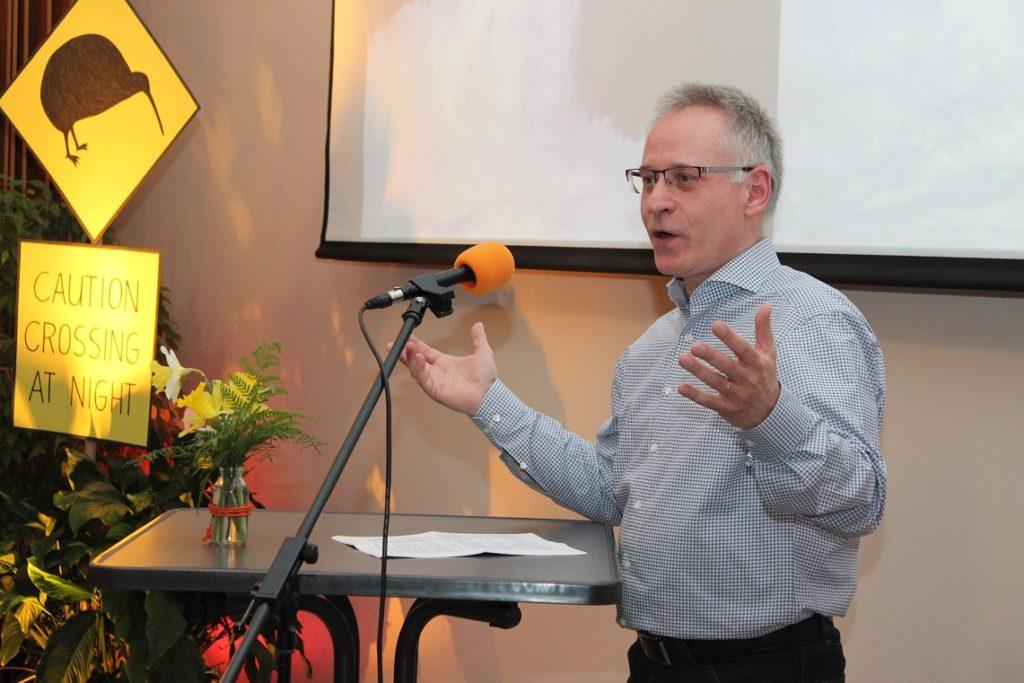 Pastor Bernd Wahlmann predigt über die Schlange, das Kreuz und uns
